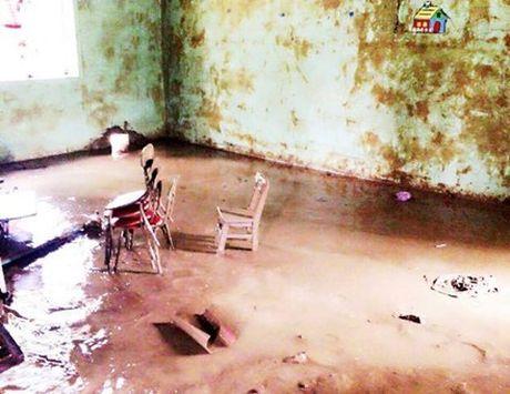 Quang Binh: Mot nua so hoc sinh tren dia ban phai nghi hoc do mua lu - Anh 2