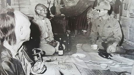 Nhung cau chuyen ve nha vua Thai Lan Bhumibol Adulyadej: Xoa so sao huyet thuoc phien - Anh 1