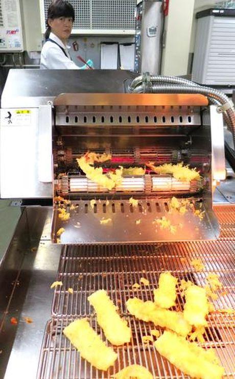 Nhat Ban: Robot cung biet lam sushi, ran banh xeo - Anh 2