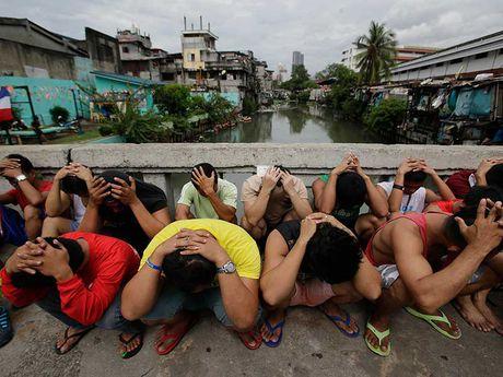 Ong Duterte khong nhuong bo Trung Quoc - Anh 1