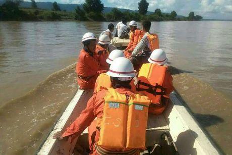 Lat pha o Myanmar: 32 nguoi chet, nhieu nguoi mat tich - Anh 1