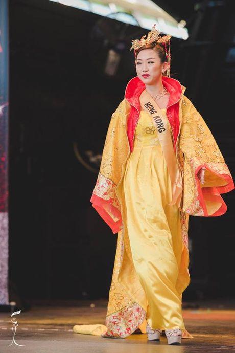 Hoa hau Trung Quoc bi nhan xet giong dan ong - Anh 2