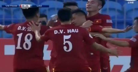 Minh Di ghi ban dep mat mo ty so cho U19 Viet Nam - Anh 1