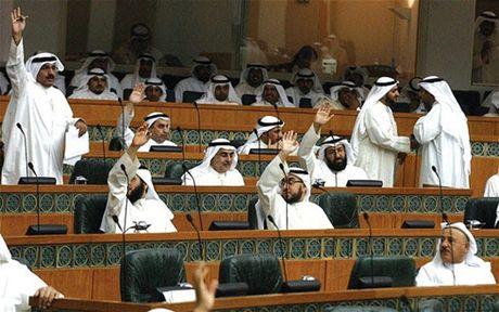 Quoc vuong Kuwait giai tan quoc hoi - Anh 1