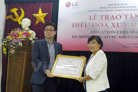 LG Viet Nam chi 1,5 ty dong giup nguoi dan Hung Yen 'xua muoi' - Anh 1