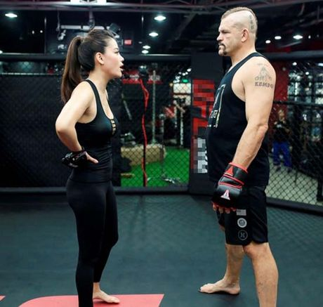 Truong Ngoc Anh tap vo cung phai 'tha rong' vong 1 lap lo - Anh 6