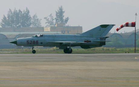 Bat ngo: Viet Nam hien ke giup Nga hoan thien MiG-21 - Anh 2