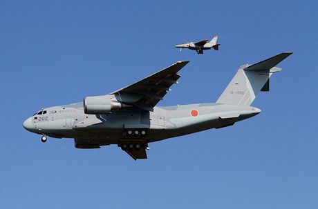 Sieu co van tai Kawasaki C-2 Nhat Ban kho 'de' hang loat - Anh 1