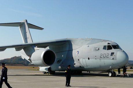 Sieu co van tai Kawasaki C-2 Nhat Ban kho 'de' hang loat - Anh 7