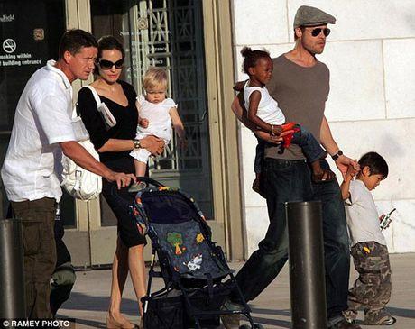 Angelina Jolie lan dau tien xuat hien sau ly hon - Anh 2