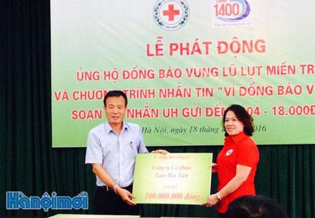 Phat dong ung ho dong bao vung lu lut mien Trung - Anh 1