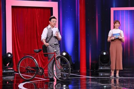 "Sieu bat ngo: Truong Giang ""ngat xiu"" vi Chi Tai va Hari Won song ca - Anh 1"