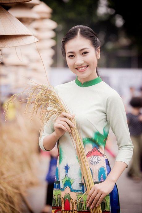 """Ban sao Nguyen Thi Huyen"" lam mau cho Hoa hau Ngoc Han - Anh 5"