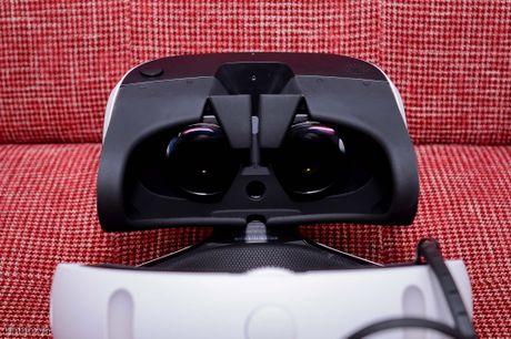 Trai nghiem thiet bi choi game thuc te ao Playstation VR: phan cung tot, chat luong hinh anh kha,... - Anh 4