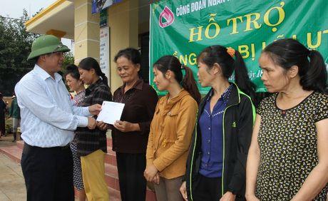 VBSP den voi ba con vung ron lu Quang Binh sau con hoan nan - Anh 5