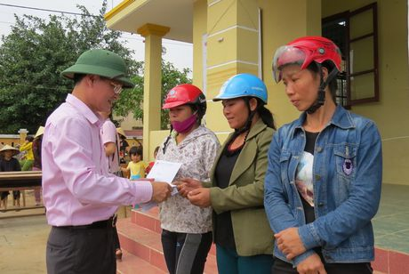VBSP den voi ba con vung ron lu Quang Binh sau con hoan nan - Anh 7