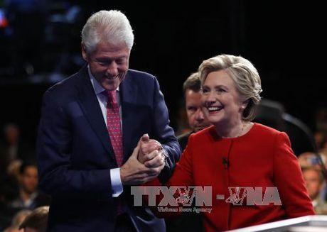Ba Clinton noi rong khoang cach truoc cuoc tranh luan cuoi - Anh 1