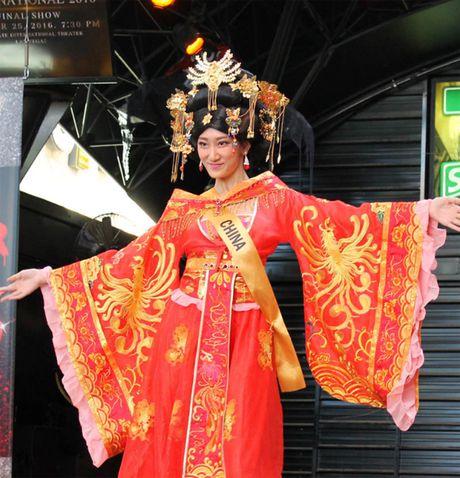 Hoa hau Trung Quoc gay soc vi 'trong nhu dan ong' - Anh 2