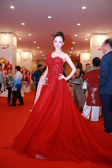 Ngan ngo voi ve dep mong manh cua Truong Ho Phuong Nga - Anh 5
