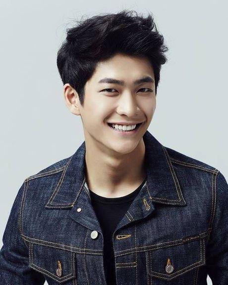 Can canh guong mat that khong son phan cua Kang Tae Oh - Anh 1