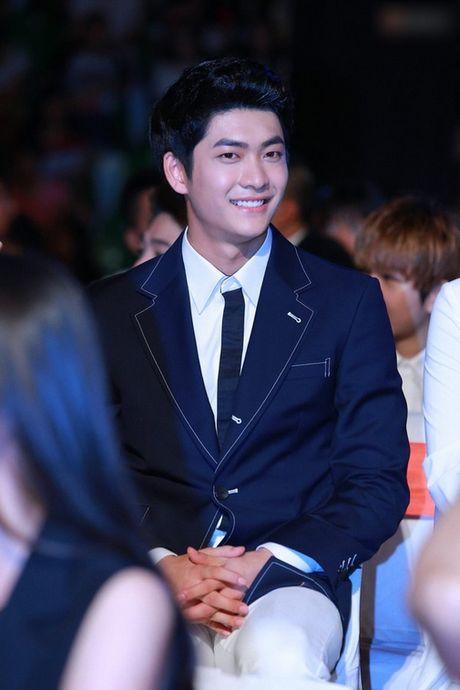 Can canh guong mat that khong son phan cua Kang Tae Oh - Anh 2