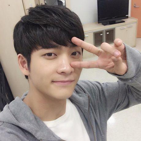 Can canh guong mat that khong son phan cua Kang Tae Oh - Anh 7