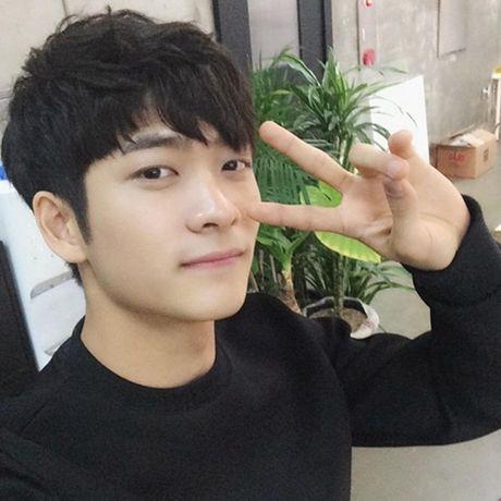 Can canh guong mat that khong son phan cua Kang Tae Oh - Anh 8
