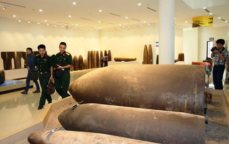 Can canh cac loai bom min truoc Hoi nghi 'Min nhan dao' tai Ha Noi - Anh 4