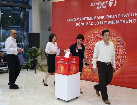 Cung Maritime Bank chung tay ung ho dong bao mien Trung - Anh 1