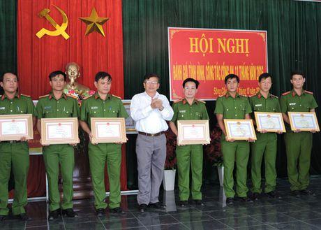 Khen thuong Cong an thi xa Song Cau truy bat ke trom chuyen nghiep - Anh 1