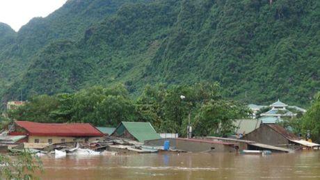 Mua lu lich su o Quang Binh xuat hien tren bao nuoc ngoai - Anh 2