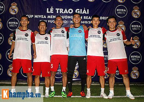 "Nha vo dich FC Thanh Dong hoi hop cho ""gio G"" den Real Madrid - Anh 2"