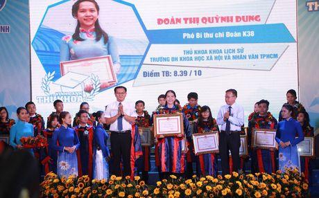 TPHCM vinh danh 83 thu khoa cac truong dai hoc, cao dang - Anh 1