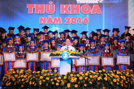 TPHCM vinh danh 83 thu khoa cac truong dai hoc, cao dang - Anh 7