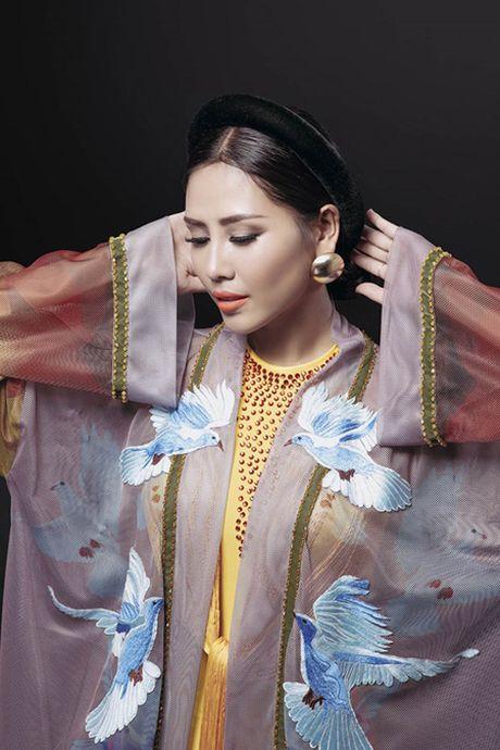 Can canh bo ao tu than Nguyen Thi Loan trinh dien tai cuoc thi Hoa hau Hoa binh quoc te - Anh 2