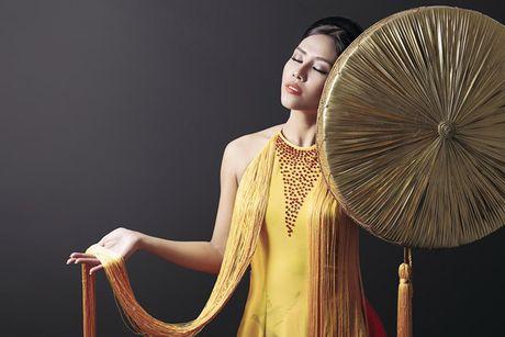 Can canh bo ao tu than Nguyen Thi Loan trinh dien tai cuoc thi Hoa hau Hoa binh quoc te - Anh 5