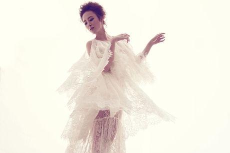 Angela Phuong Trinh quyen ru trong trang phuc ren cua NTK Do Manh Cuong - Anh 1