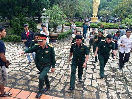 Truc thang gap nan nghi bi roi quanh chua Phat Quang - Anh 1
