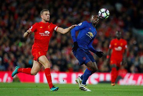 Fan Man United muon Ibrahimovic ngoi du bi, goi Pogba la cu lua the ky - Anh 5