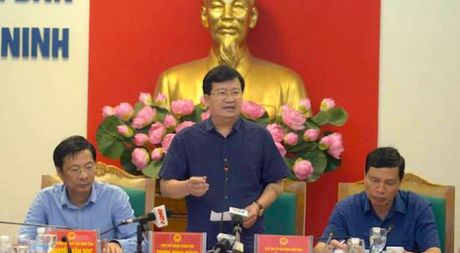 Pho thu tuong Trinh Dinh Dung ve Quang Ninh truc tiep chi dao phong chong bao - Anh 1