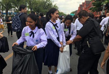 Thai Lan: Phuc vu mien phi cho nguoi dan vao vieng Nha vua - Anh 1