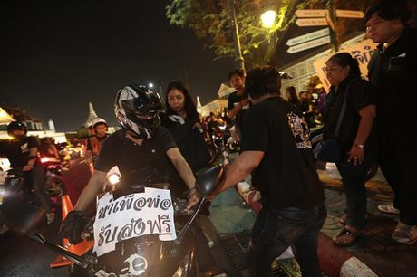 Thai Lan: Phuc vu mien phi cho nguoi dan vao vieng Nha vua - Anh 4