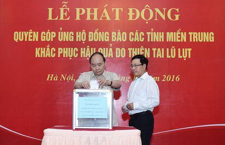 Thu tuong, cac Pho Thu tuong quyen gop ung ho dong bao mien Trung - Anh 1