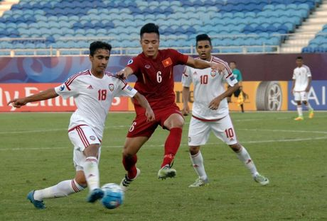 Tranh cai xung quanh tam the do cua Trong Dai o tran gap U19 UAE - Anh 1