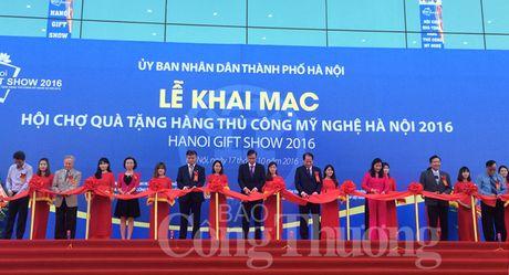 Khai mac Hoi cho qua tang hang thu cong my nghe Ha Noi 2016 - Anh 2