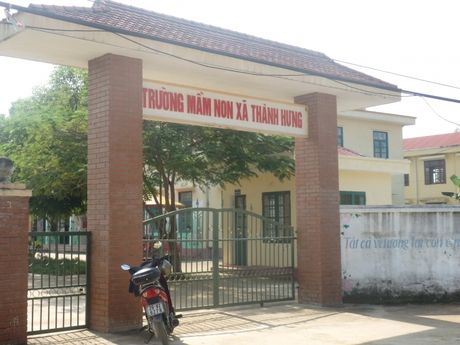 Phu huynh dong loat cho con nghi hoc vi phan doi xay tram BTS canh truong - Anh 1