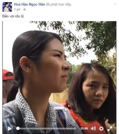 Ho Ngoc Ha, hoa hau Ngoc Han loi nuoc trao qua cho nguoi dan mien Trung - Anh 3
