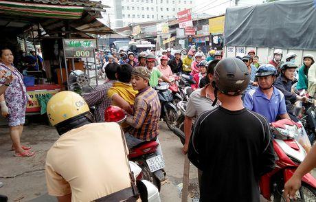 Len vao nha dan trom xe may van khong thoat - Anh 2