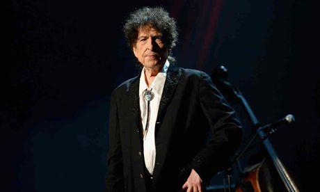 Bob Dylan giu thai do im lang voi giai Nobel Van hoc - Anh 1