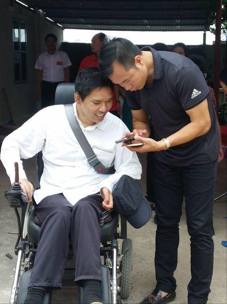 Chang trai khuyet tat vuot hon 20 km gap Hoang Xuan Vinh - Anh 1